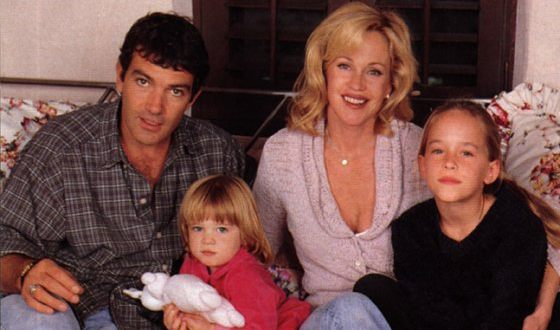 Antonio Banderas with his wife and children