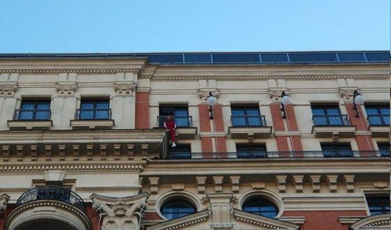 Rapper Husky scared Muscovites, hanging on the balcony of the hotel