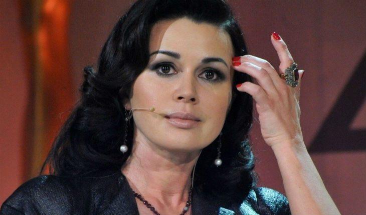 Директор Анастасии Заворотнюк отреагировала на сообщения о ее смерти