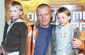 9 российских знаменитостей, усыновивших ребенка