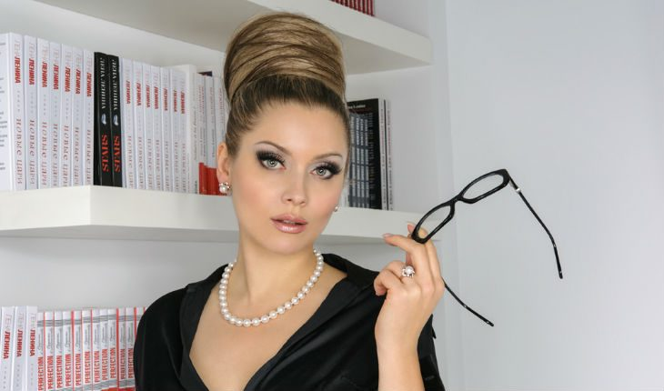 Марина Анисина в поте лица зарабатывает деньги во Франции, ее экс-супруг Никита Джигурда приятно проводит время