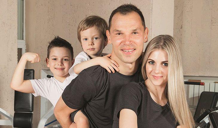 6 отечественных футболистов, бросивших семью