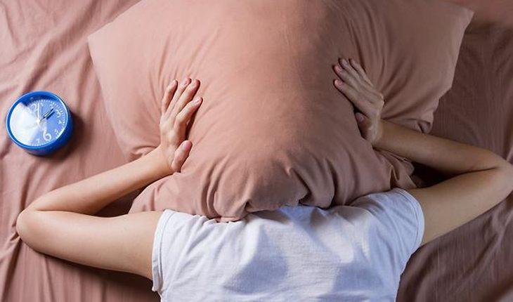 Засыпание может сопровождаться вспышками и звуками