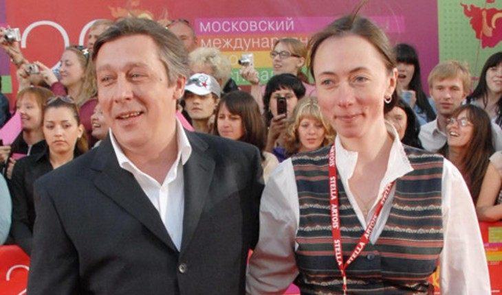 Жена Ефремова прокомментировала новости о разводе с актером