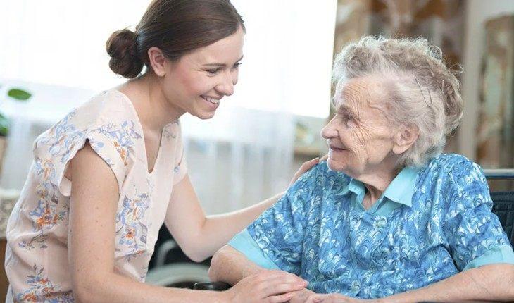 Бабушка получила пенсию 12000 пенсия в лен обл минимальная