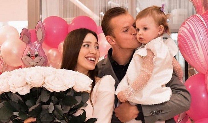 Дмитрий Тарасов показал лицо новорожденной дочки