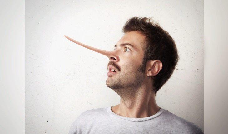 5 неочевидных сигналов тела, которые выдадут вашу ложь