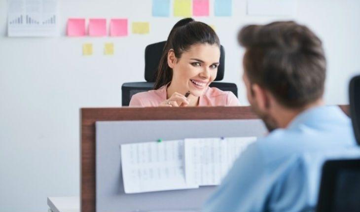 5 причин, почему флирт на работе помогает в отношениях дома