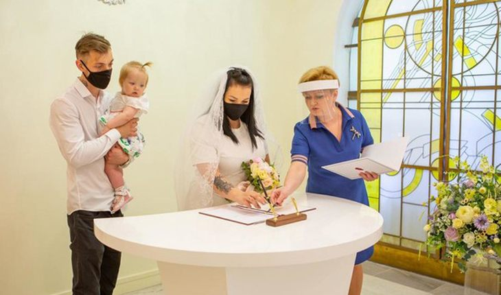 Многодетная мама Александра Стриженова вышла замуж