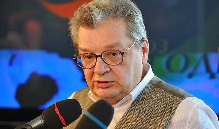 Скончался телеведущий Александр Беляев