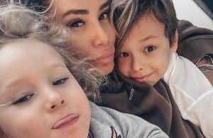 Айза Анохина переживает, что бывший муж увезет ее сына. Зачем звездные отцы забирают детей у их матерей?