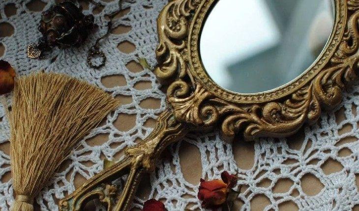 Согласно ирландской мифологии, зеркало – запрещенный подарок