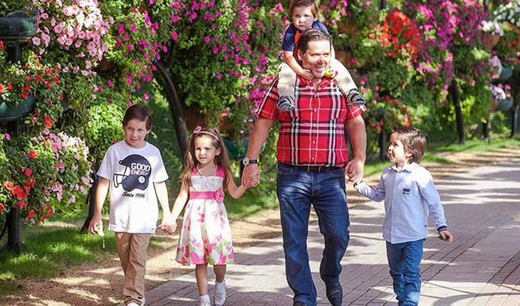 Семейный пример: 10 самых многодетных отцов российского шоу-бизнеса
