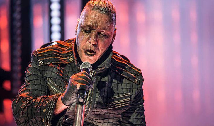 Тилль Линдеманн исполнил знаменитую песню Бернеса