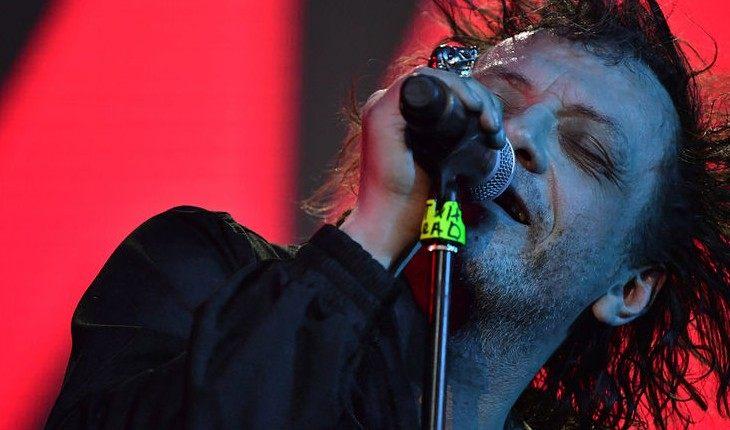 Не в себе: 6 звезд, которые перебрали с алкоголем и сорвали концерт
