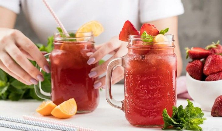 10 рецептов простых лимонадов, которые утолят жажду в жару