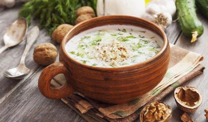Не окрошкой единой: 9 первых блюд, идеальных для жаркого лета