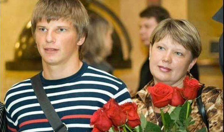 Почему мать Аршавина хочет защитить его от женщин?