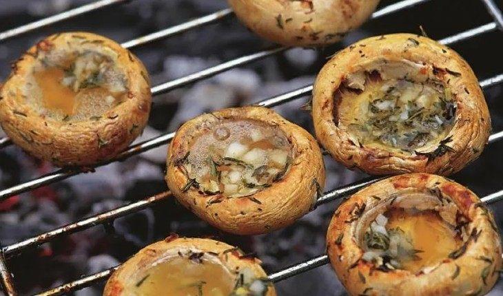 Когда шашлык уже приелся: 7 необычных блюд на мангале