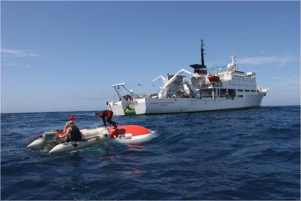 Министр по транспорту Франции заявил, что французские поисковые бригады не обнаружили никаких следов Аэробуса А330...