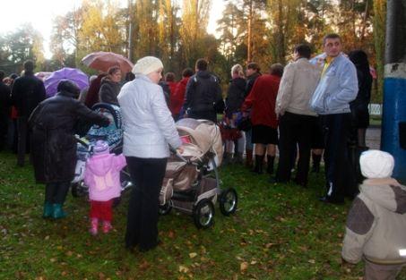 На митинг пришли даже матери с маленькими детьми