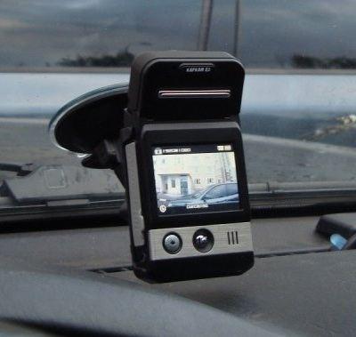 Видеорегистратор может крепиться к лобовому стеклу