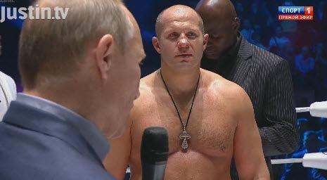 Путин под свист публики поздравил с возвращением Федора Емельяненко