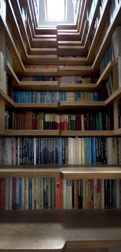 Лестница-библиотека придумана специально для любителей почитать