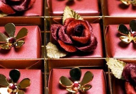 Шоколадные конфеты с накладками Swarovski