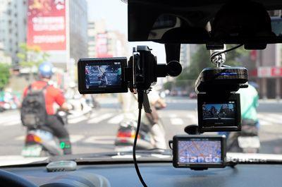 Навигаторы и видеорегистраторы становятся все более популярными