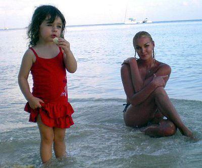 Ариша ревнует знаменитую маму