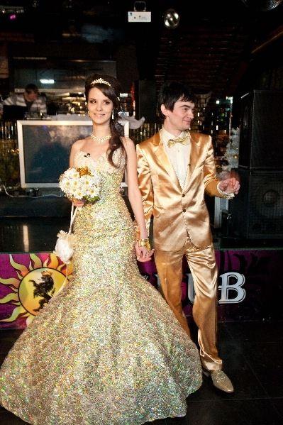 Золотые наряды - отличительная особенность свадьбы Венгржановских
