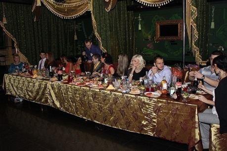 На золотой свадьбе Венгржановских даже скатерти были золотыми