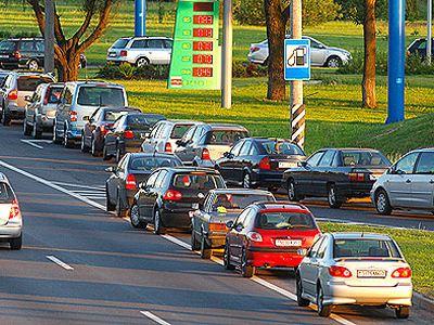 Очередь за бензином с каждым днем увеличивается