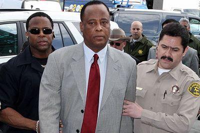 Родственники Майкла Джексона отозвали требование компенсации