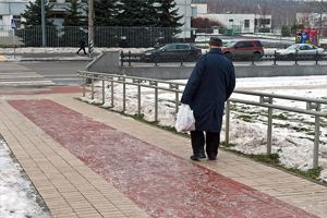 В результате москвичи, падая, получают травмы