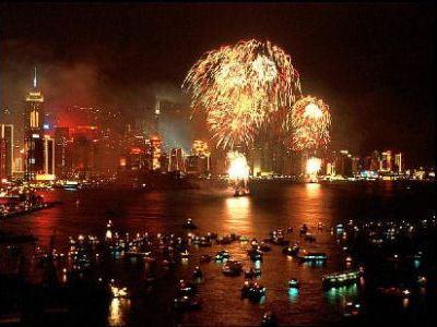 Огни и фейерверки - обязательный атрибут Нового года в Китае