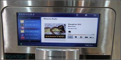 Встроенный в холодильник компьютер поможет узнать последние новости