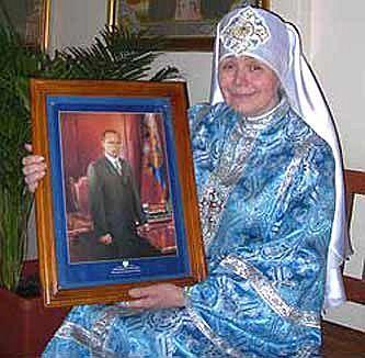 Матушка Фотиния с иконой Владимира Путина