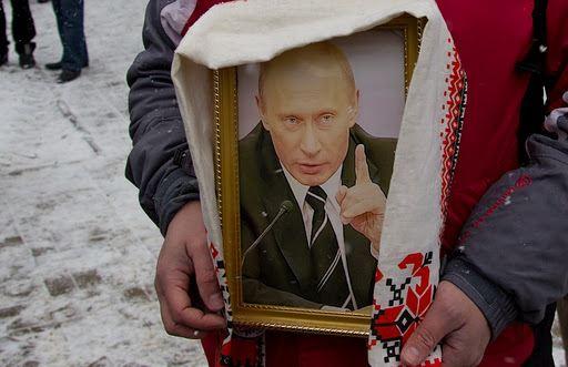 Освященный портрет Владимира Путина начал мироточить