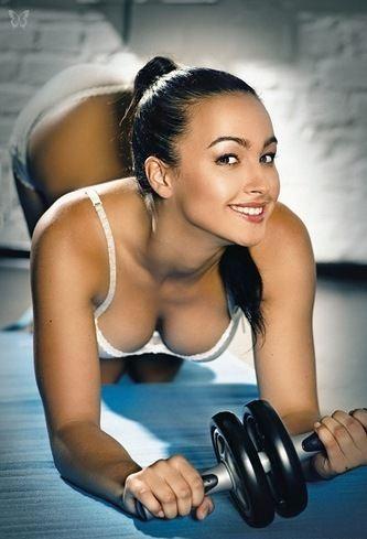 Яна Дан-Чин-Ю занималась фитнесом, гимнастикой и акробатикой, является мастером спорта по акробатике