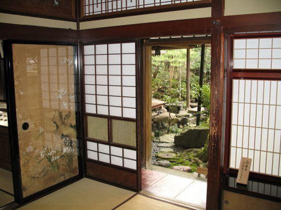 Японский стиль в интерьере экономит пространство
