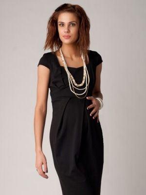 Черное платье из шелка для выхода в свет