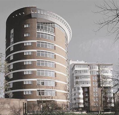 Цилиндрические дома требуют необычных пвх-конструкций