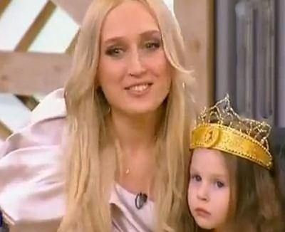 Жена и дочь певца