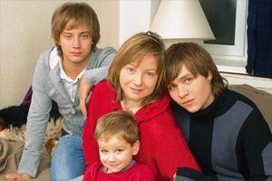 Евгения Добровольская с сыновьями