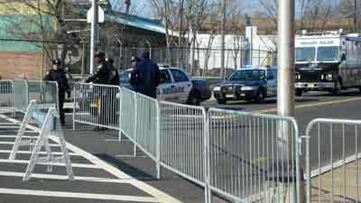 В Нью-Джерси по периметру церкви New Hope Church, где отпевали певицу Уитни Хьюстон, дежурили четыре кордона сотрудников правоохранительных органов
