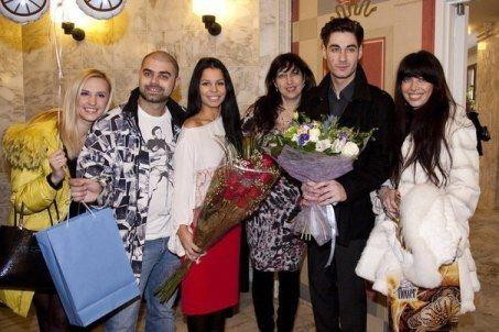 Малыша Ролана Салибекова встречала мощная группа поддержки из родственников и друзей