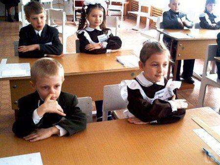 Столичных школьников рассадят по звуконепроницаемым кабинкам