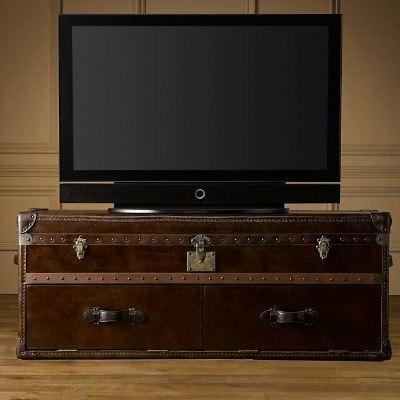 Чемодан-гардеробный шкаф может стать подставкой под телевизор